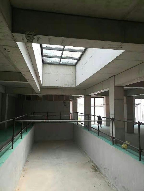 上海某别墅采光井大洞口移位改造