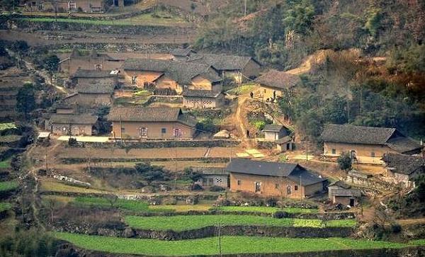 农村土坯房屋